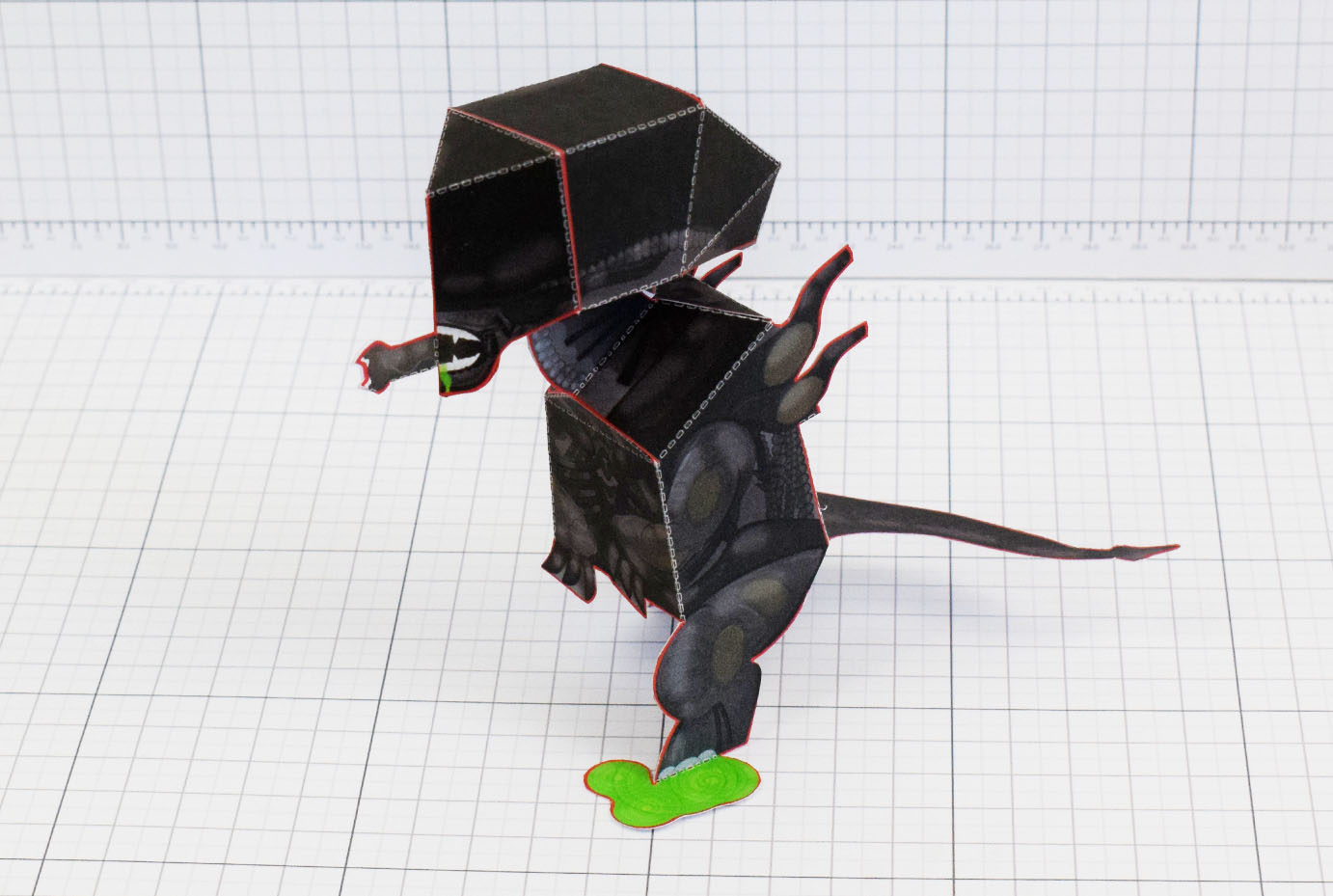 PTI - Xenomorph Alien Fan Art Paper Toy Craft Image - Main