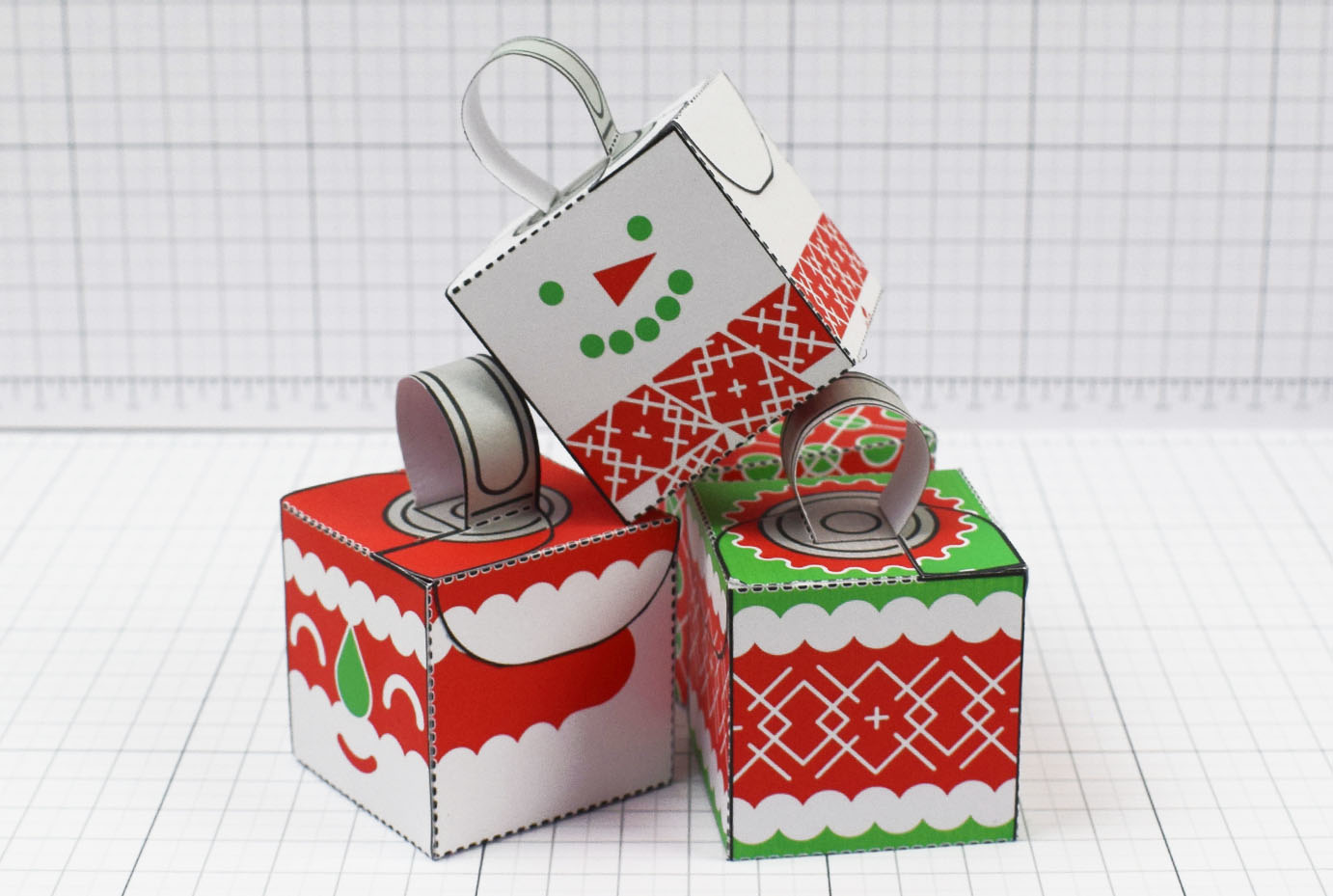 PTI - Twinkl Christmas - Box Baubles Papercraft Decoration - Image Main