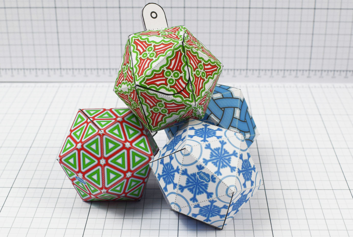 PTI - Twinkl Christmas - Icosahedron Baubles Decoration - Image Main