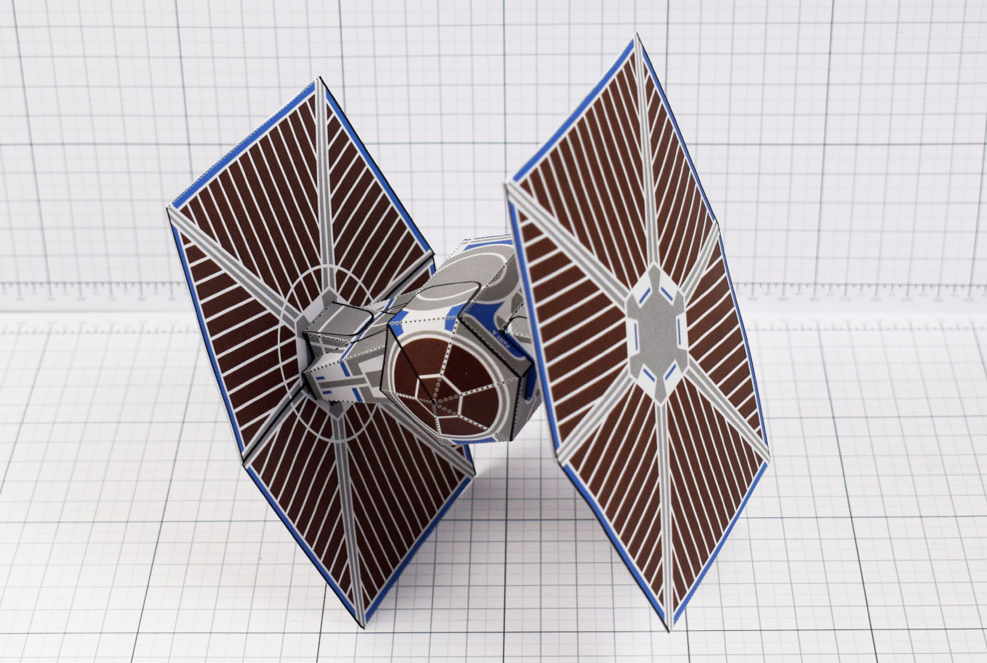 PTI - ENKL Twinkl Star Wars Tie Fighter Paper Toy Image - Swoop